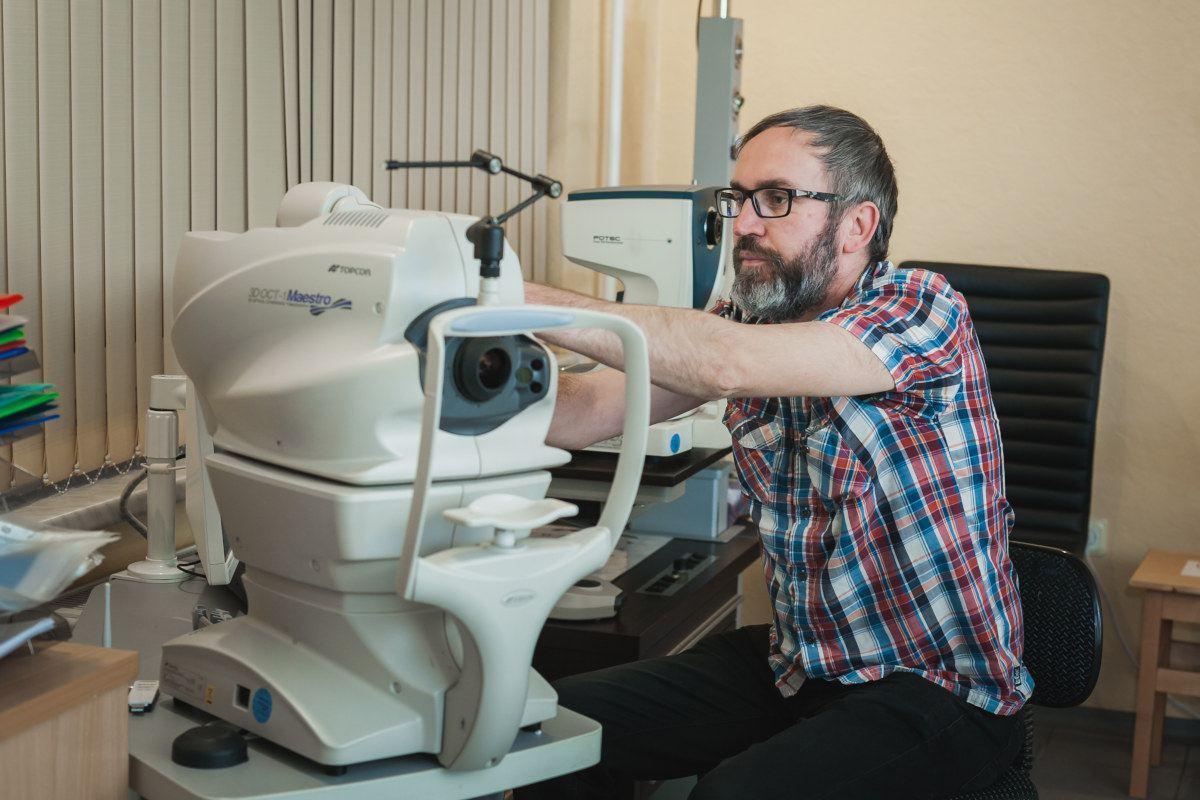 Redzes pārbaude, optometrists, acu ārsts, acu diagnostika